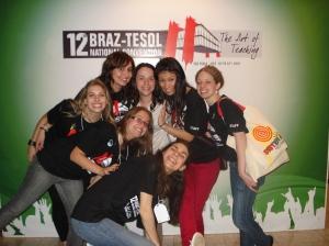 As jovens e entusiasmadas voluntárias do BT: Tania Matsunaga, ...